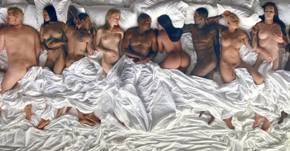 Kanye West Famous video escena